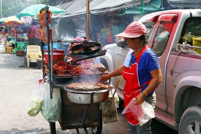 уличная еда в Бангкоке