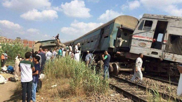 произошло столкновение пассажирских поездов