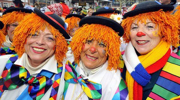 традиционный карнавал в немецком Кельне